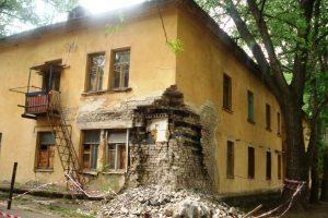 О разрушающихся домах