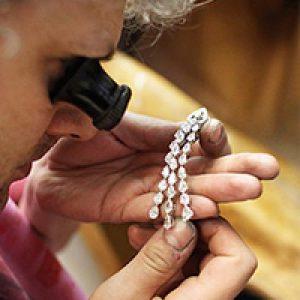 Для чего нужна экспертиза ювелирных украшений?