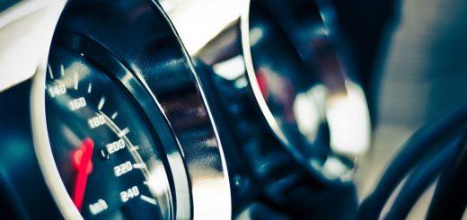 Как вычислить скорость автомобиля?