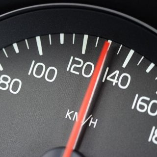 На какие вопросы отвечает экспертиза вычисления скорости?